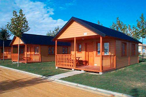 wooden bungalows in la aldea camping site