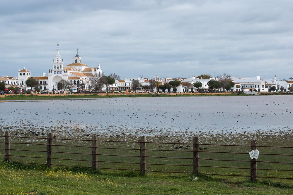 La Ermita de El Rocío con las marismas en primer plano